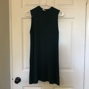 3/$25! Forest green no sleeve dress.